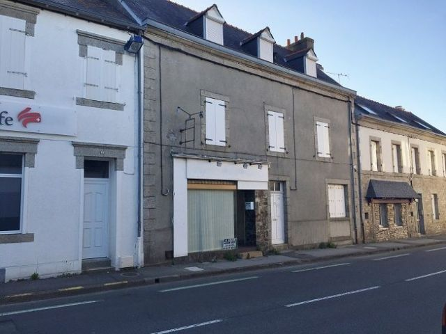 LOCAL COMMERCIAL - AVENUE DE LA GARE - CONCARNEAU - REF G173